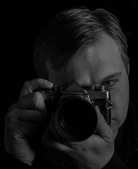 Self Portrait Selbstportrait Selbstportraits Olympus Om1 Schwarzweiß Schwarzweißfotografie Portrait Blackandwhite Photography Blackandwhite Black And White Photography Black Background