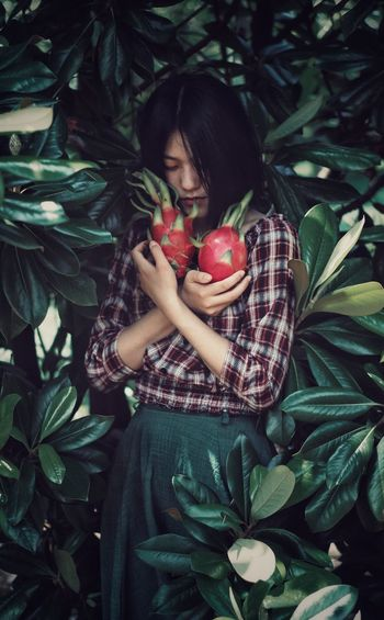 Food Food And Drink Healthy Eating Fruit Women One Person Plant Adult Freshness Nature Organic Beautiful Woman Holding Agriculture Wellbeing Landscape Plant Part Harvesting Leaf Growth EyeEmNewHere