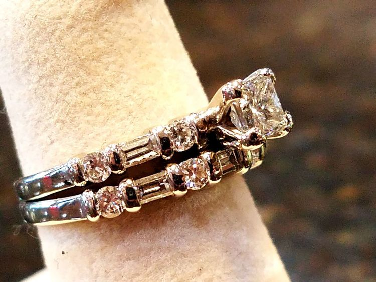 Jewelry Fashion Luxury No People Close-up Precious Gem Indoors  Day Texas Diamond Ring Diamonds Are A Girl's Best Friend Jewellery💎 Women The Street Photographer - 2017 EyeEm Awards