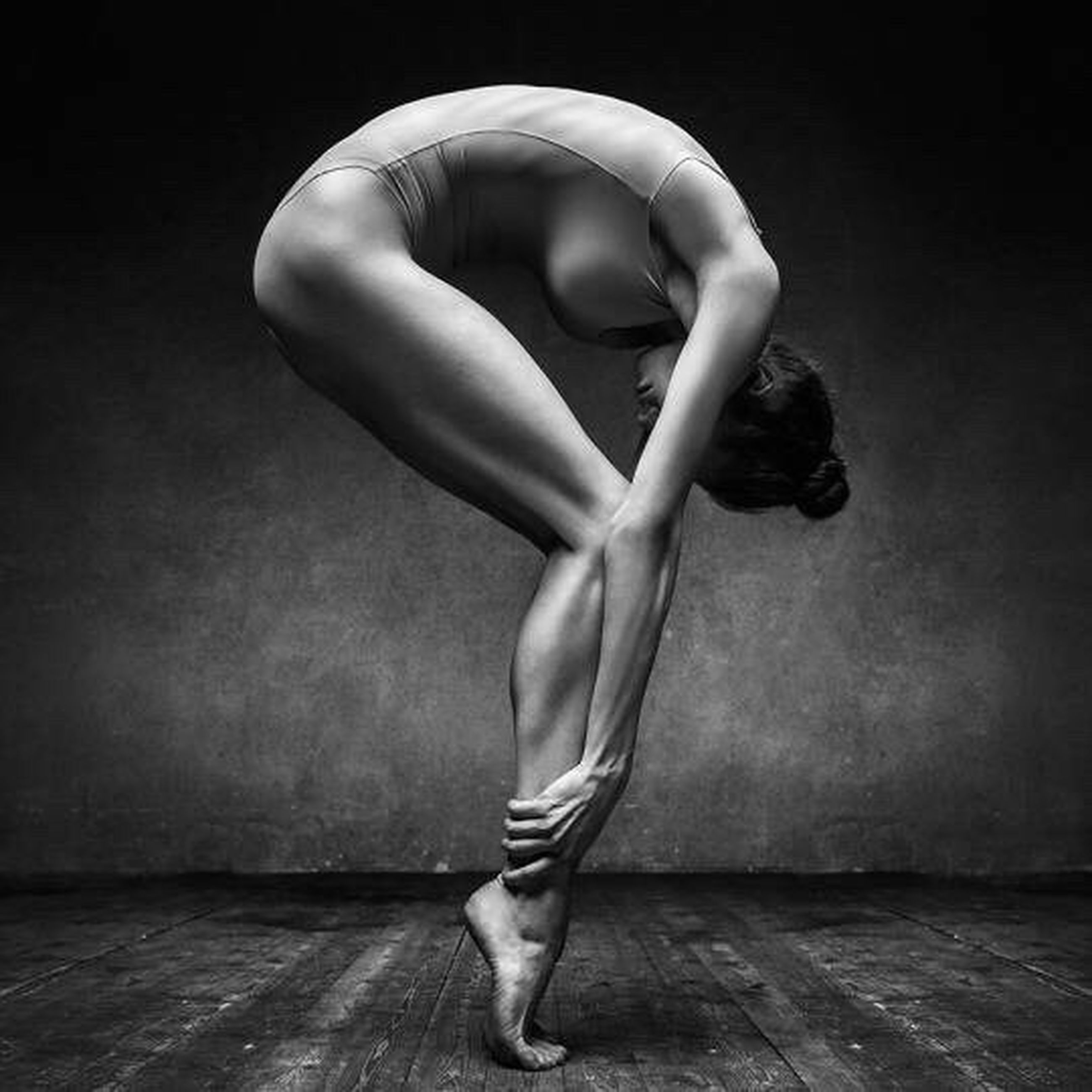 full length, flexibility, only women, grace, ballet dancer, one woman only, beauty, ballet, barefoot, women, young adult, one person, stretching, adults only, adult, one young woman only, performance, people, black background, day