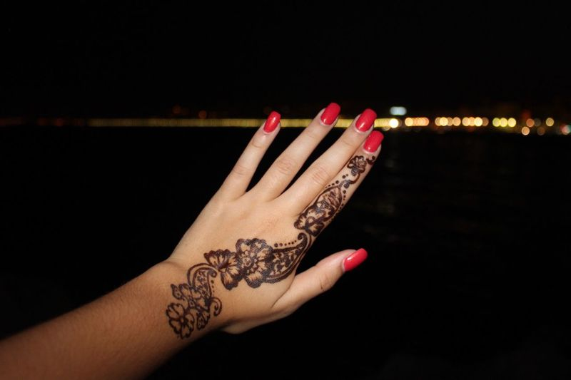 Nails Nizza Flower Tattoo Henna Art Henna Tattoo Tattoo Henna Nice Human Hand Human Body Part Nail Polish Real People Personal Perspective Close-up One Person Black Background Celebration Leisure Activity Lifestyles Indoors  Red Night Women Adult People