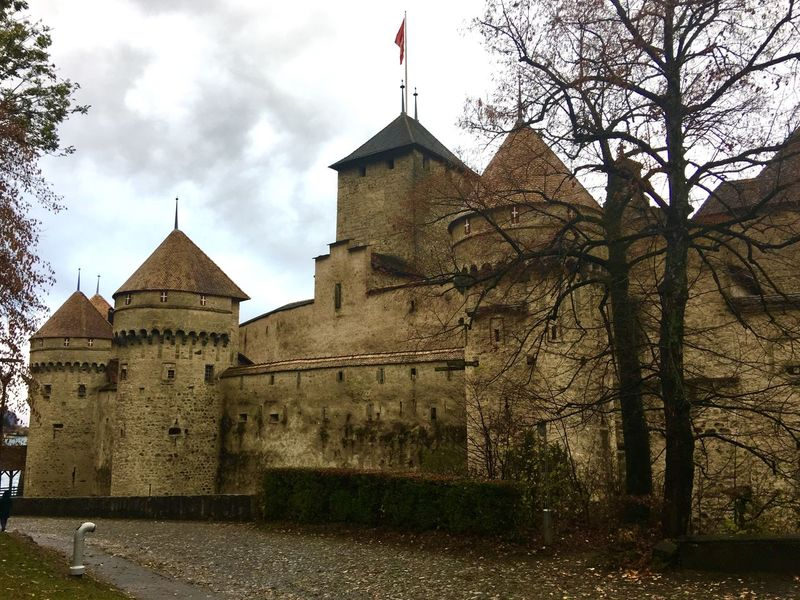 Chillon Castle 🇨🇭 Switzerland Traveling Beauty In Nature Autumn🍁🍁🍁 Autumn Collection Traveling Photography Landscape_photography Architecture Architecture_collection