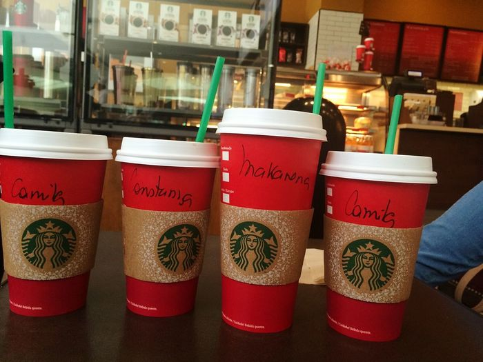 Red cups Starbucks 💕 Friends IPhoneography Starbucks Red Starbucks Coffee Redcups Starbucks Chile Coffee Time Starbuckscoffee Light And Shadow PreciousMoments Capture The Moment Shadows & Lights Christmas Lights