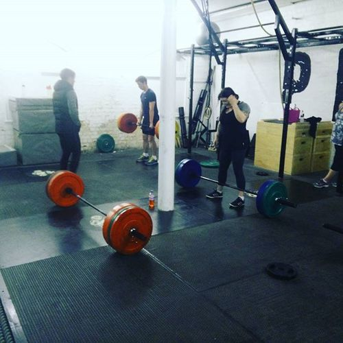 Deadlifts last night @pitt_training 💪 Deadlifts Teamchongi Thepitt Fitness Fitfam Weightlifting Strengthandconditioning Weights