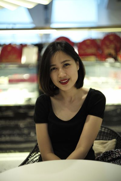 Waiting Bokeh Photography Bokeh Camera Bobhair Shorthair GirlInBlack Blackshirt Restaurant Cafe Waiting One Person Real People Looking At Camera Portrait Front View Sitting Indoors  Smiling Beautiful Woman Happiness Young Women