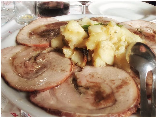 Punta di vitello al barolo. Arrosto Roastbeef Mit Bratkartoffen Arrosto Con Patate Food And Drink Food Freshness Ready-to-eat Indoors  Healthy Eating Serving Size No People Close-up