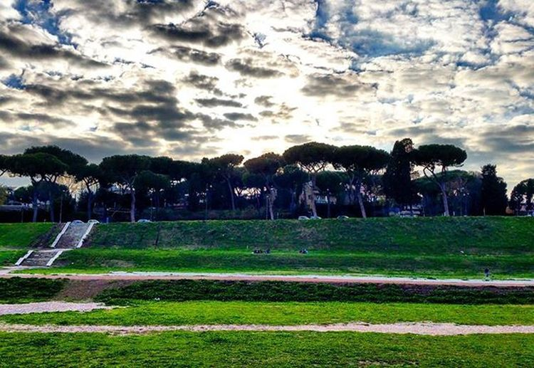 Circo massimo....Rome!!😎😎Circomassimo Rome Italy Lazio igeritalia Igersrome Igers Sun Clouds Sunshine Colours Green Garden Blusky Blue Instamoment Instadaily Instapic Picoftheday Relax Nature Naturelovers Reflex Panoramic Me myself travel holiday vacation