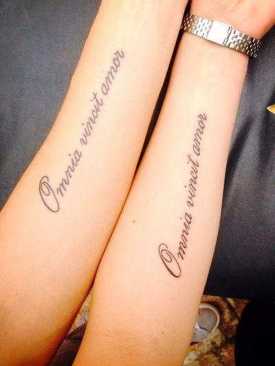 L'unico Amore Di Sempre Omnia Vincit Amor L'amore Vince Su Tutto Tatoo Me And My Boyfriend