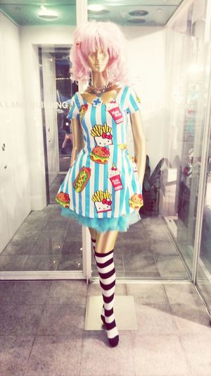 What goes better with Hello Kitty than fries and hamburgers? Friess, hamburgers, and hotdogs XD