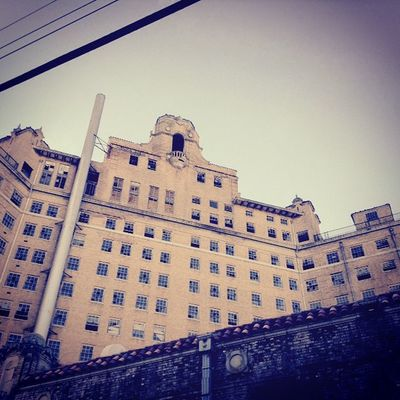 Bakers haunted hotelJessicaann Poisoned_pics_photography Popham Urban Decay Urban Ig_urbex Abandonedplaces Abandoned Trespass_attempt