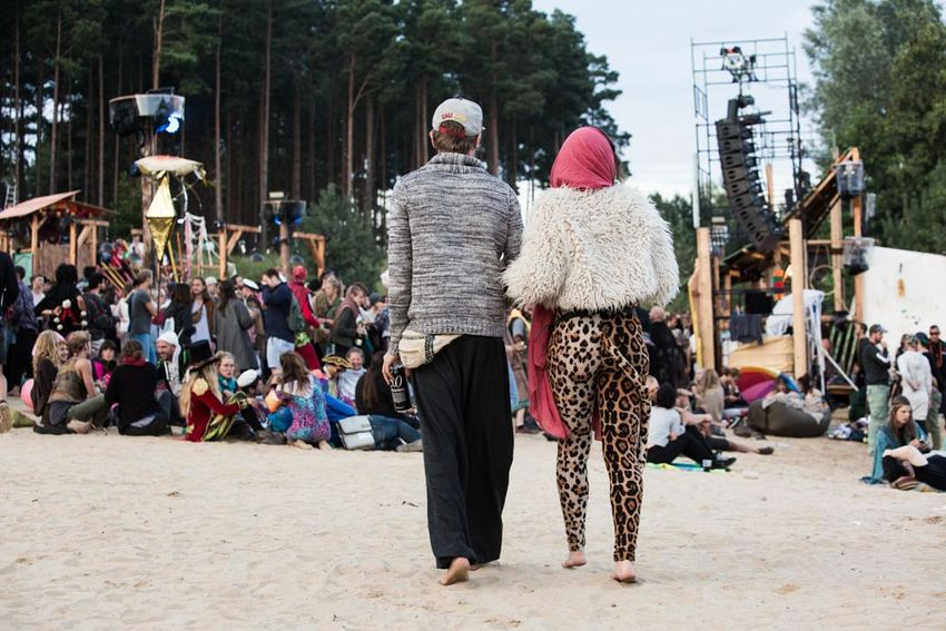 Party Animals on Festival Couple Party Animals  Afterhour Dancefloor Festival Outdoors Party People Party Tiger Rear View Thank God Its FRIDAY!  Tiger Leggings Towards Dance Floor Music Lovers Barefeet Sand Beach Party Costume Lifestyle Partypeople Party Music Event Lifestyle Photography