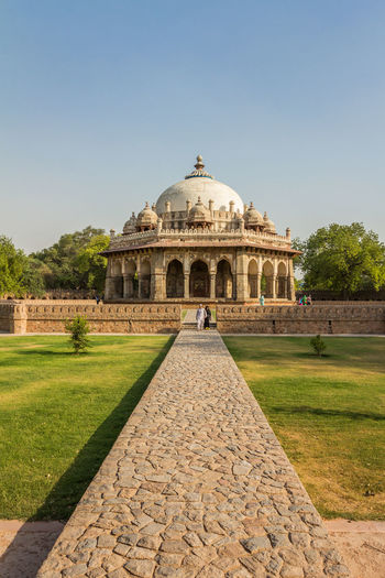 Isa Khan tomb in Delhi India Tomb Humayun Isa Khan's Tomb History Architecture The Past Travel Destinations Sky Built Structure Clear Sky Tourism Building Exterior Plant Nature Travel Incidental People Day Dome Grass Ancient Tree Outdoors Ancient Civilization