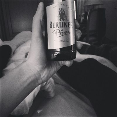 party hardy..... not! /w mizzwatermelon and gooq #chillin at the #hotel #room #berlin #berliner #pilsner #beer Beer Berlin Chillin Room Berliner Hotel Pilsner