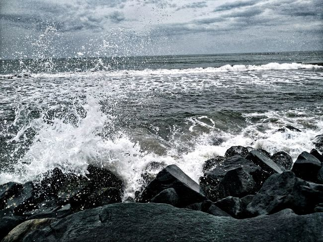 Beach Photography Bay Of Bengal Pondicherry EyeEmNewHere Beauty In Nature The Week On EyeEm Rocks On The Shore Beautiful ♥ Midday Closeupshot Calm Tide Coming In🏄 Tide Coming In Sea And Sky Seascape Photography Sea Saltwater Beachrocks
