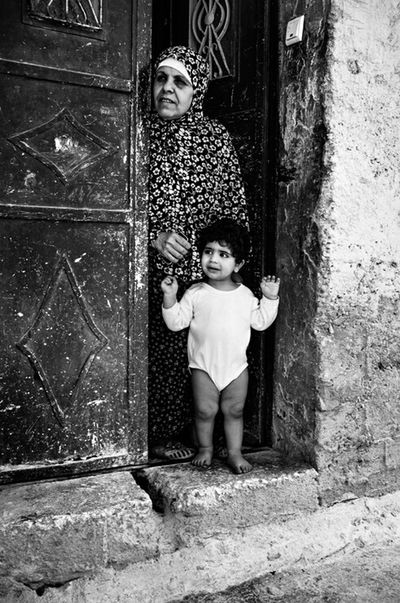 Muslim mother and child, West Bank FujiFilm X100 Streetphotography Candid Palestine