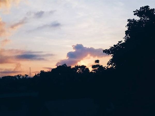 Taken around 6am. I was still working on my laptop when I realized, the sun was already peeking through. HAHA. Team No Sleep. 😂😴😢 Vscocam Vscocamph VSCOPH Vscophile Vscoiligan Vscocamiligan Finalsweek Vscoilgn Iliganigers Iger