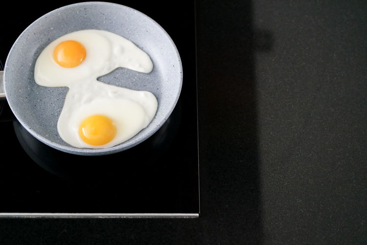 Egg Food Egg Yolk Indoors  Food And Drink Healthy Eating Fried Fried Egg Ready-to-eat Breakfast No People Wellbeing Still Life Directly Above Sunny Side Up Morning Helthyfood Protein Frying Pan Egg Yolk Egg White Easter Breakfast Frying Eggs Eggs Black Background White Color Freshness High Angle View Table Close-up Meal Yolk