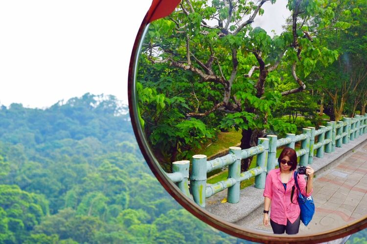 Self Portrait Around The World because autumn equinox today, i good stroll at the moon lake in Dahu zpark, Taipei