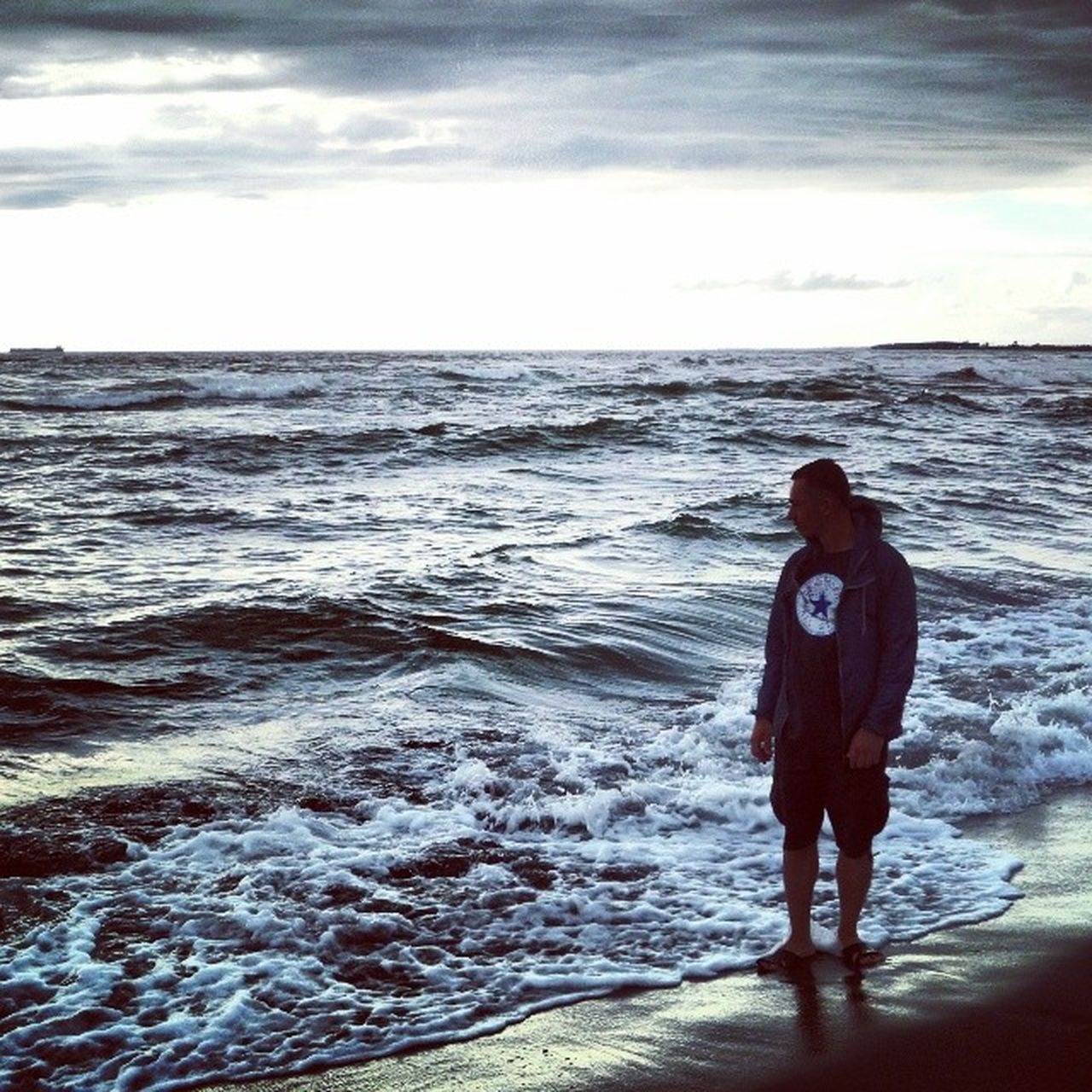 sea, full length, water, real people, one person, horizon over water, standing, sky, nature, beach, men, scenics, wave, beauty in nature, rear view, tranquil scene, lifestyles, cloud - sky, outdoors, day, ankle deep in water, adult, people