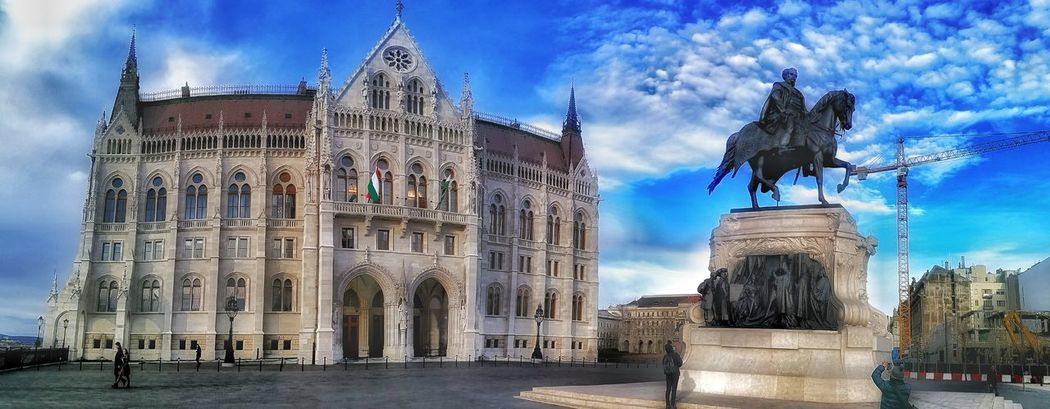 Budapest, Budapest Parliament Budapest Budapest, Hungary Budapestagram Budapest - Hungary Wide Shot Travel Destinations Cloud - Sky Outdoors Architecture Statue Sky Budapest Love 💟