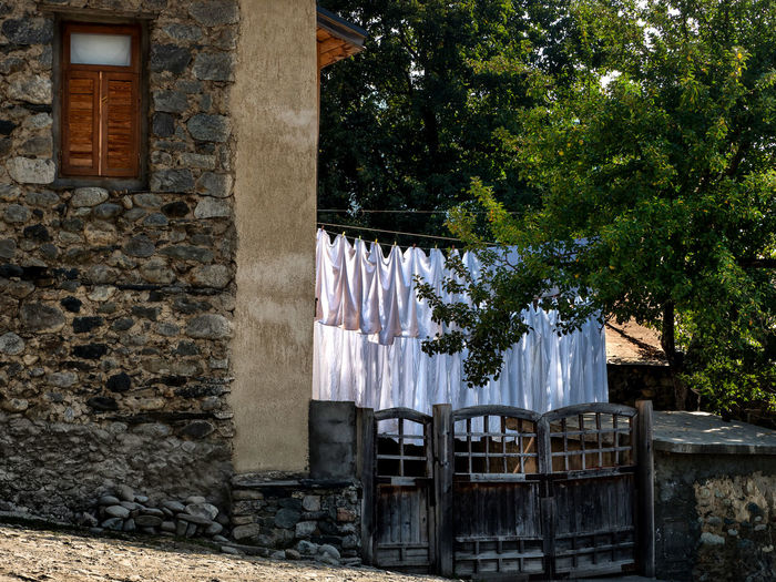 Georgia, Svaneti, the washed linen in the courtyard of a small hotel in Mestia Georgia Tbilisi Svaneti Georgia Architecture Building Exterior Built Structure Day Drying No People Outdoors Small Hotel The Washed Linen Tree