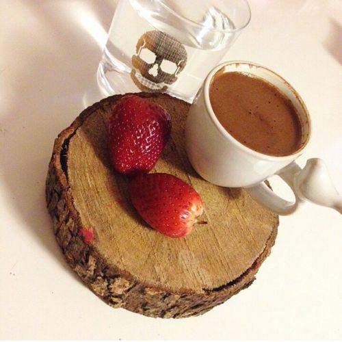 Strawberry Coffee Gununkahvesi Sunum Sunumonemlidir Turkishcoffee Turkkahvesicandir Türkkahvesi Kurukafa
