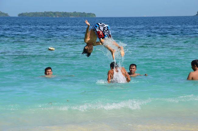 Sunny Sunnyday Sunny Day Sunshine Swimming Deepbluesea Sea Bluesea Bluesky Beach Island Vitaminsea Happyness West Sumatera Pamutusanisland Pamutusan Island