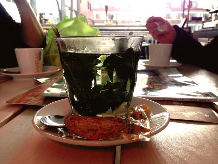 Tea Time Tea Relaxing Minttea Markthal Markthalrotterdam Rotterdam Restaurant Drinking Teatime Teatime☕️ Munt Mintthee Healthy Drinks Wellness Detox Tea Leaves Natural Tea Is Healthy TeaCup Tealovers Tea Is Always A Good Idea. Teaspoon Tealover  Relaxation