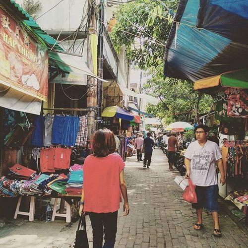 Perut habis diisi Bakmi Loncat + baso goreng + pangsit. Chinatown Jakarta
