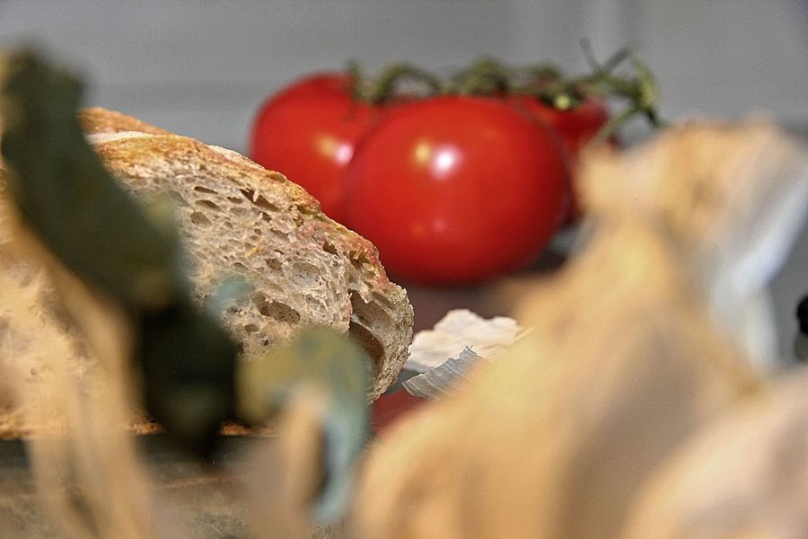 Tomatism Bread Bread And Red Bread And Tomatos Close-up Food Food And Drink Freshness Healthy Eating No People Ready-to-eat Red Red White Selective Focus Tomato Tomato And Peace Vegetable