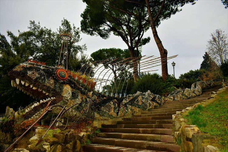 Tree Railing No People Sky Nature Outdoors Day EyeEmNewHere Sculpture Statue Built Structure Amusement Park Ride Tourism Beauty In Nature City Gate Italy 🇮🇹 Scenics City Beauty Italy Italy🇮🇹 Fog