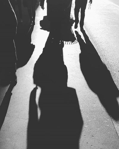Gambe a Passeggio al Sole Milano Cadorna Italia Walking Legs in the Sun Milan Italy Blackandwhite Bnw Bn Biancoenero