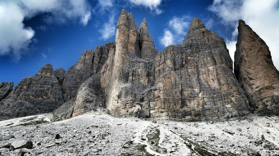 Tre cime di Lavaredo, da dietro. Trentino Alto Adige Trecimedilavaredo Dreizinnen Emphasis Sky Mountains Nature Rock Formation Nature_collection Smartphonephotography Lavaredo Daylight