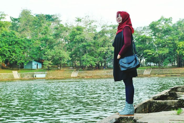 Hello World Enjoying Life Fasionstyle Beatiful View NiceSmile Street Photography Women Who Inspire You Beautiful Nature Hi! Awesome Modelfashion Modelhijab Street Fashion Streetfashion Streethijab cute smile :-)