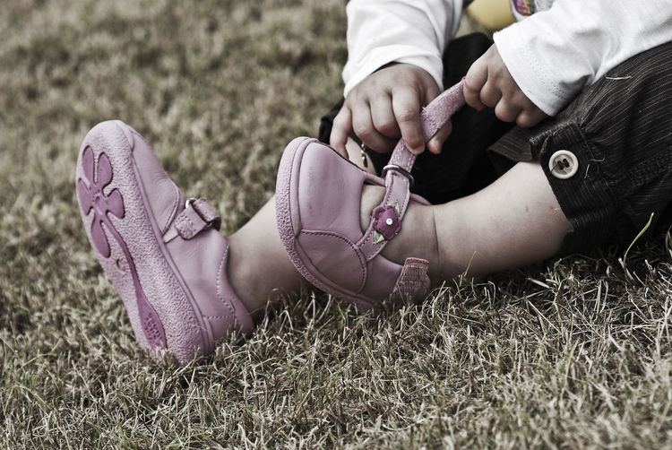 EyeEm Selects EyeEm Gallery Kids Kids Playing Little Feet Pink Close-up Day Grass High Angle View Human Body Part Human Hand Human Leg Kids Portrait Kids Shoes Kidsphotography Little Girl Low Section Outdoors People Real People