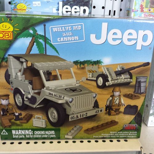 Being a Jeep Girl, I was in heaven when I spied this.... Jeepgirl Onlyinajeep Jeeplove
