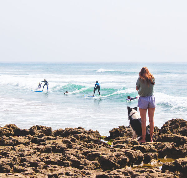 Girl Taking Photos of Surfers in Morocco Morocco Morocco 🇲🇦 Surf Surfer Surfers Paradise Surfers Photo Taghazout Beach Beach Leisure Activity Lifestyles Nature Real People Sea Surfer Girl Surfers Surfing Surfing Competition Surfing Life Surfing Paradise Surfingphotography Taghazout Taghazout Bay Taghazout Surfing Water Women