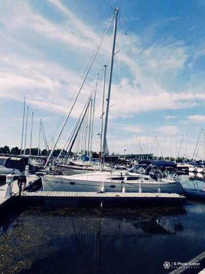 Photo prise le 13 Septembre 2017 a Salaberry-de-Valleyfield Nautical Vessel Marina Transportation Water Mode Of Transport Sailboat Travel Destinations Reflection Outdoors Yacht Sky Sea Cloud - Sky Tranquility En 2017 Photo♡ été2017 Sophlav1821 Mes Photos PhotosophLav Salaberry-de-valleyfield