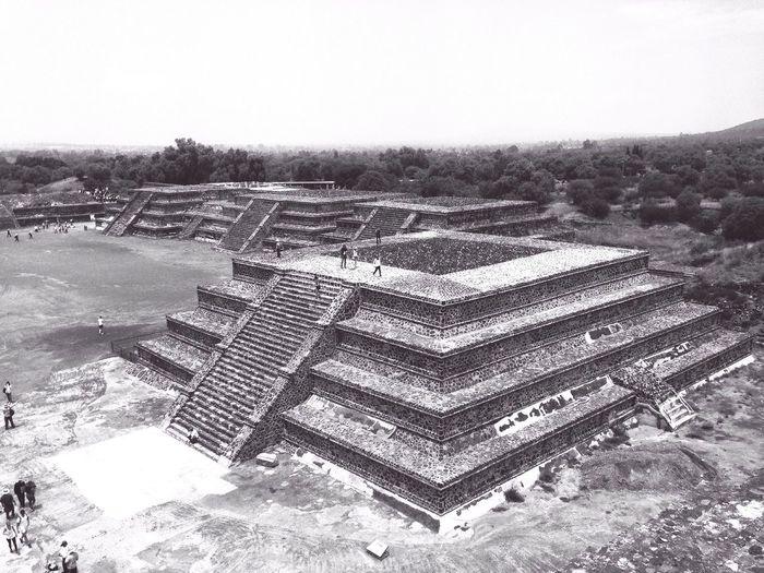 Teotihuacan Pirámides Pyramids Pueblomagico Ruta111 Calzadadelosmuertos PiramidedelaLuna Blancoynegro Blackandwhite Estadodemexico Aztecas