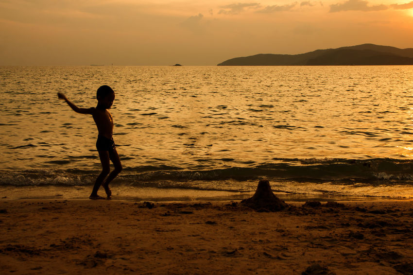 silhouette of people at the beach,The beauty of natural light at sunset. Water Sunset Sea Beauty In Nature Sky Real People Scenics - Nature Beach Land Lifestyles Orange Color Leisure Activity Tranquil Scene Tranquility One Person Nature Silhouette Full Length Outdoors Horizon Over Water Human Arm Arms Raised Silhouette Happiness Happy People Holiday Relaxing Children Women Man Romantic Orange Clouds And Sky Love Family Summer Sunrise Boy Freshair Freedom Fun