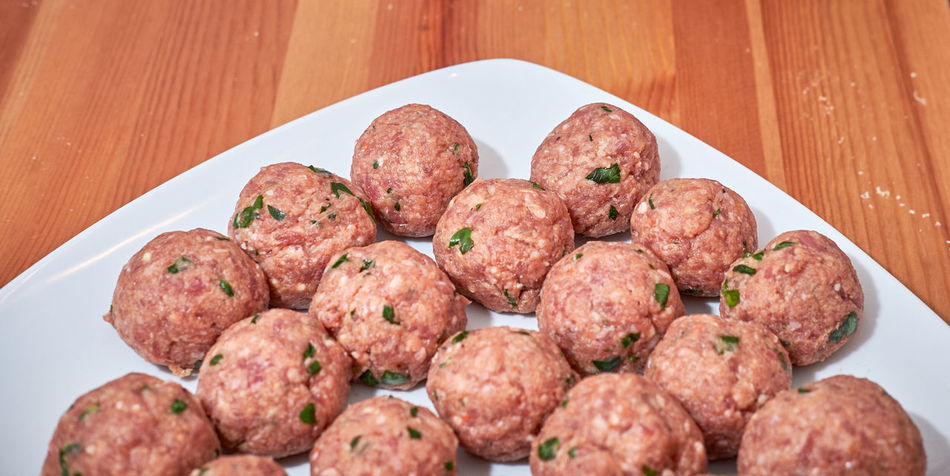 Raw Close-up Day Delicious Food Food And Drink Freshness Healthy Eating Indoors  Meat Meat Balls No People Parsley Plate Ready-to-eat Serving Size Table To Cook In The Frying Pan