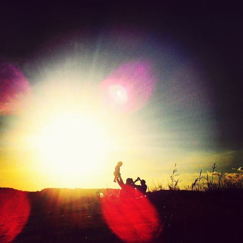 Um momento. Sunset Sun Family Nature