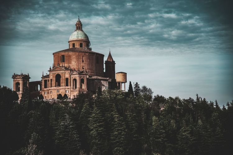 San luca Chiesa Italy Italia Bologna, Italy Travel City Tree Sky Architecture Building Exterior Built Structure Cloud - Sky Catholicism Dome Historic Mausoleum Cathedral Renaissance Royalty Palace Christianity History Crown Period Costume Visiting Cupola Ancient Historic Building Castle