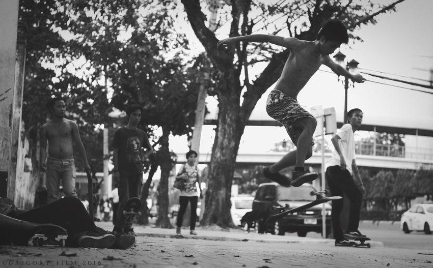 Lifestyles Leisure Activity Outdoors Skate Skateboarding Street Streetphotography Street Photography Fuji Fujifilm Mirrorless People EyeEm Best Shots Eye Em Philippines Check This Out Hanging Out Streetphoto Photography Blackandwhite Streetphoto_bw EyeEm Best Shots - Black + White Sport The Street Photographer - 2017 EyeEm Awards