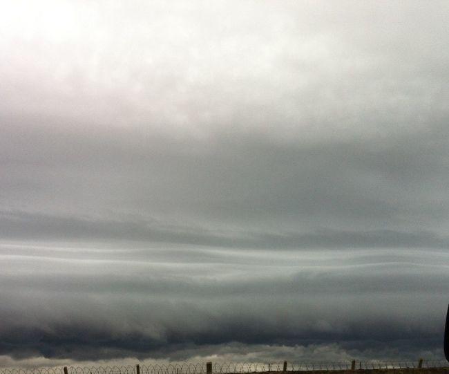 Observando nuvens com ondulações de correntes de ar
