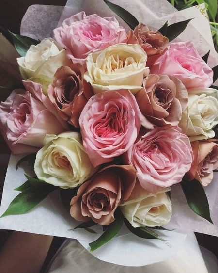 Flowers Roses Bouquet Enjoying The View Beauty Rose - Flower Feeling Thankful Present