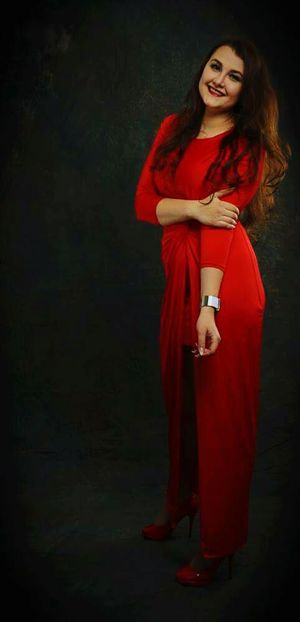 Red Only Women Beautiful Woman Women Portrait Beauty Beautiful People Young Women One Person Studio Shot