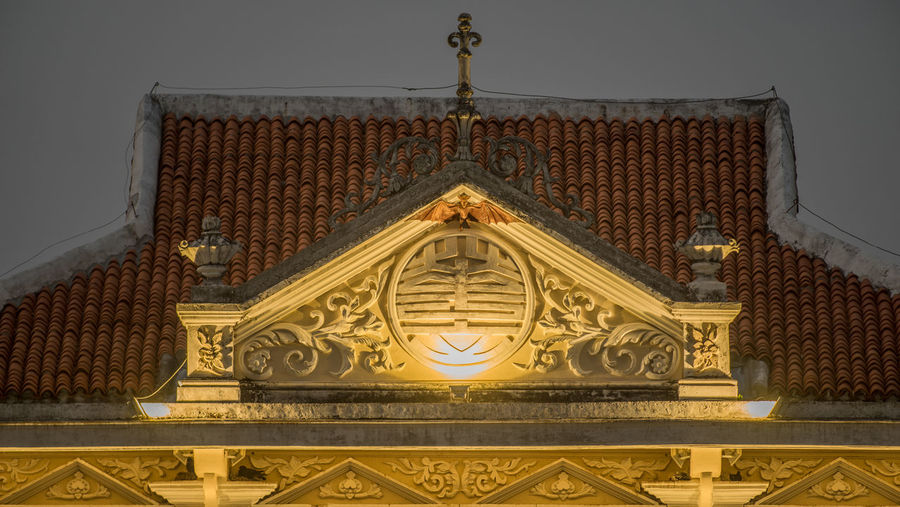 Phuket old town details Bat Roof Architecture Built Structure Day Details Details Textures And Shapes Gold Colored Indoors  Low Angle View No People Ornate Sky