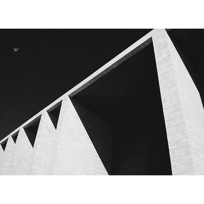 skyBird Concrete Love Architecture artsteeligersSquareAndroidsteelartarchitectureinteriorgridinstasizeinstagramersstatigramvscovscocamvsco_hubinstagoodinstalentbestbestofvsco16x9best16x9bwdesignlisbonportugalexpo9823 Mentore Alvaro Siza and Bird :)