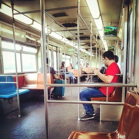 Metrô vazio as 8h00 da manhã???? Whaaat??? This is the real life???? Kkkkk MetroSP Vazio ! Indignada